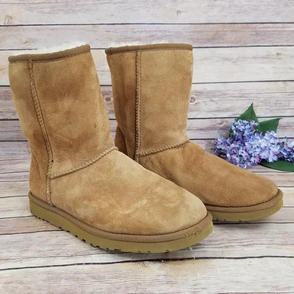 c28662bc553 UGG 9 Womens Classic Short Boots 5825